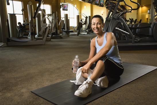 photodune-413509-woman-at-fitness-gym-xs.jpg